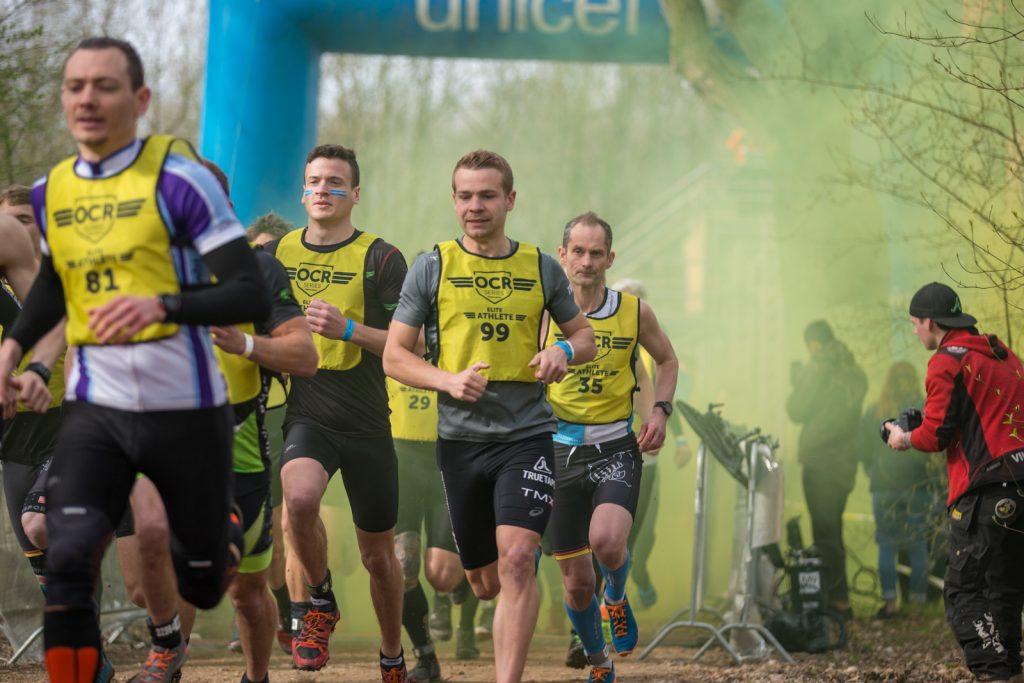 Läufer der OCR-Series kurz nach dem Start